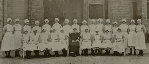 The matron, Miss E. Hill, with the sisters and nursing staff, 1930 © Dorset History Centre, NG/HH/DO(C)/2/1/2